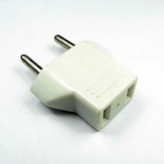 RioRand® Universal 6A 200W 125~250V US Flat Plug to EU Round Plug Convertor / Adapter - White (3PCS)